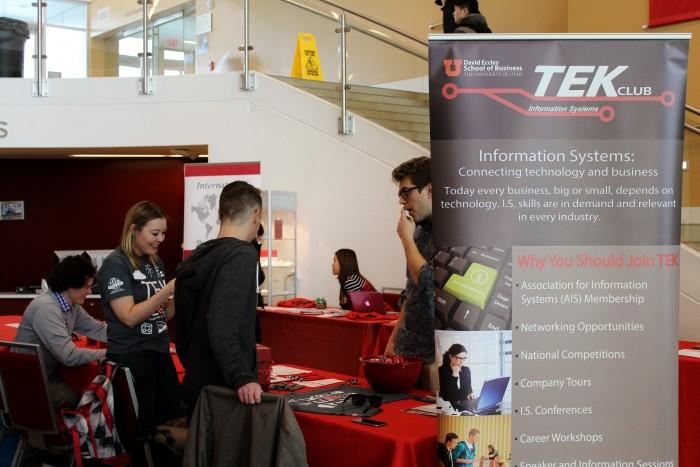 Students meet employers at TEK Club event.