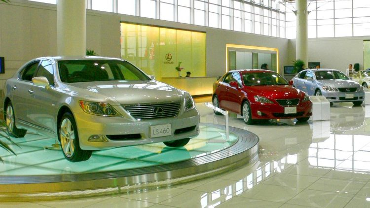 Himanshu Mishra weighs in on WalletHub panel about buying new cars
